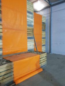 хранилище для чеснока в контейнерах со стеной всасывания